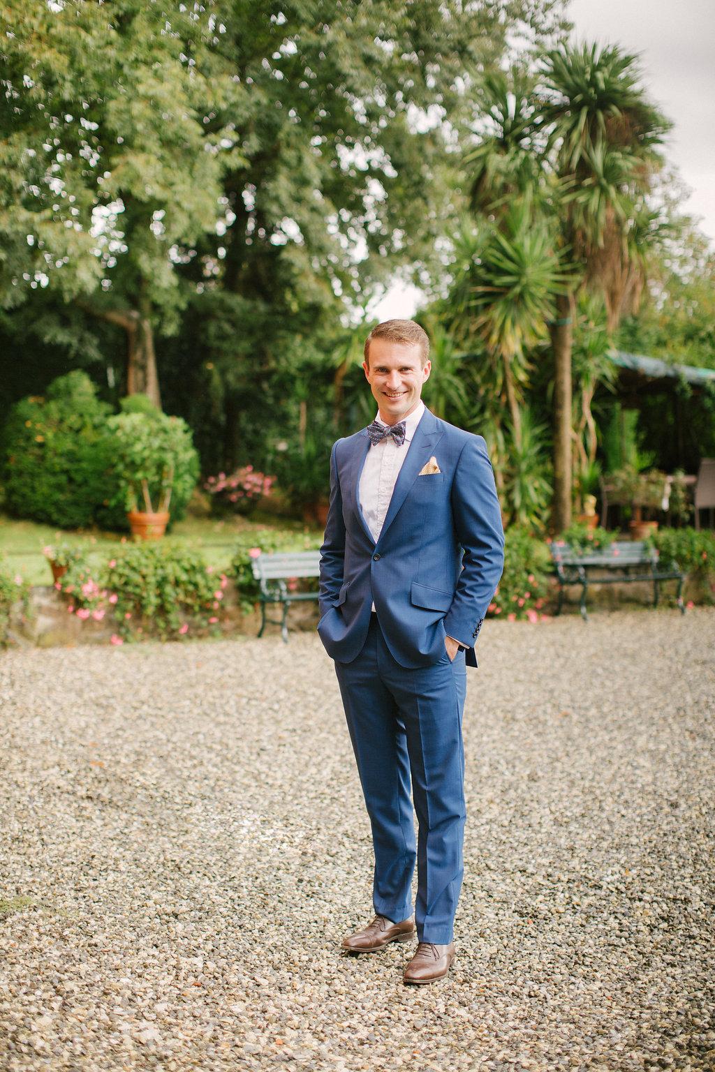 Groom in villa in Tuscany , destination wedding in Tuscany villa