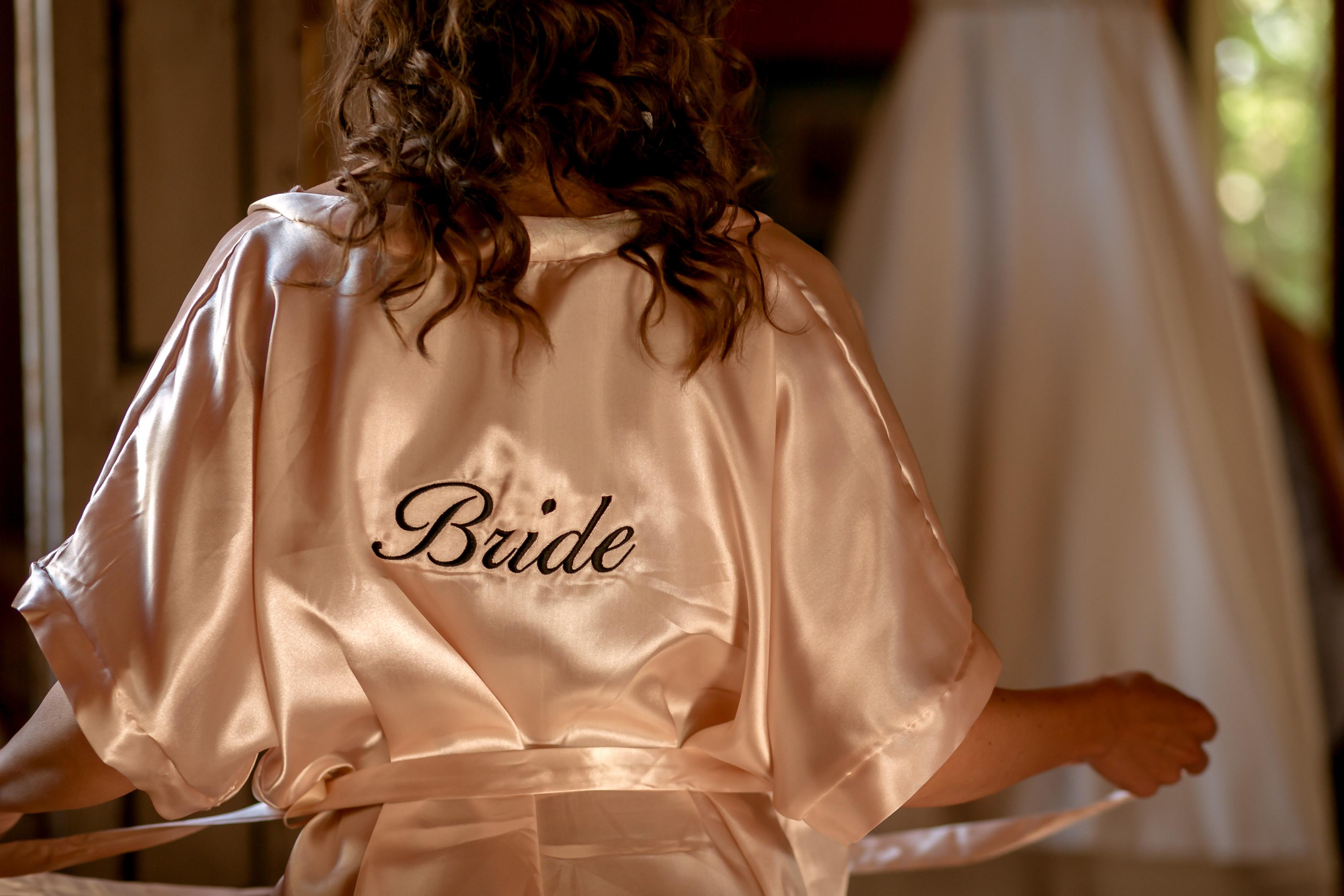 Bride Getting Ready, catholic ceremony in Italy - Italian Wedding Designer