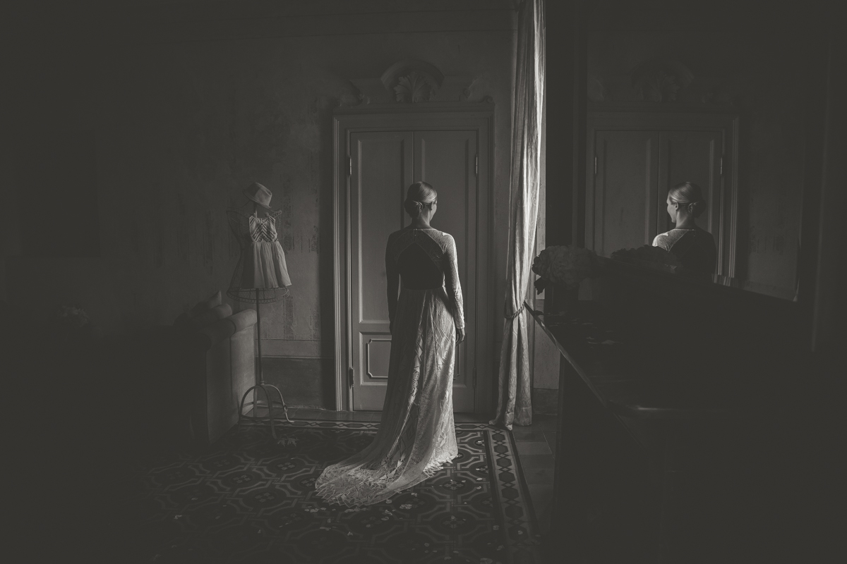 Bride portrait in Villa Regina Teodolinda A destination wedding in Lake Como