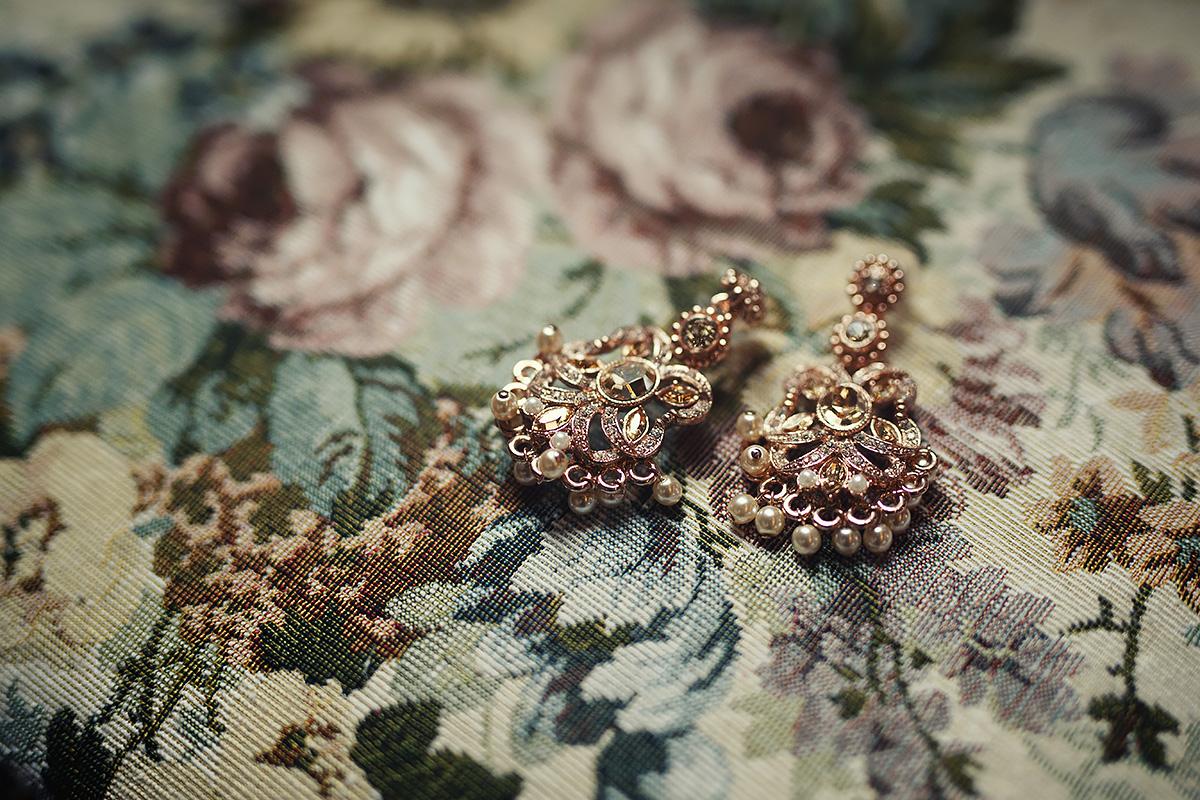 Detail on earrings, sikh wedding in Italy - Italian Wedding Designer