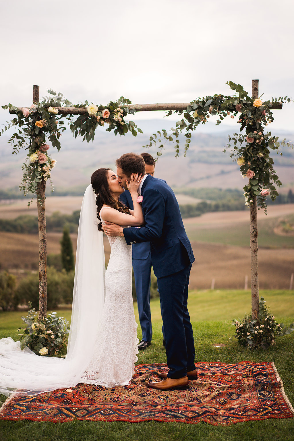 Kiss - Wedding in Tuscany - Italian Wedding Designer