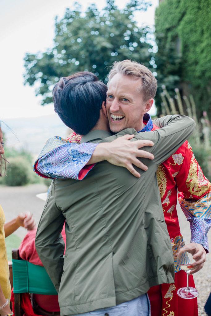 Hugs - Chinese Tea Ceremony in Italy- Italian Wedding Designer