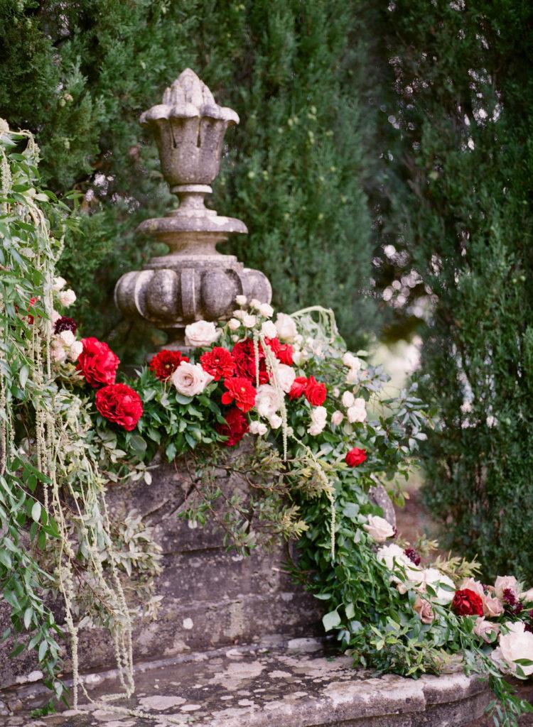 Dark red and White flowers - Wedding at Villa La Foce - Italian Wedding Designer