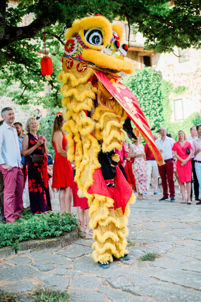 good wishes from lion dancer - Chinese Tea Ceremony in Italy- Italian Wedding Designer