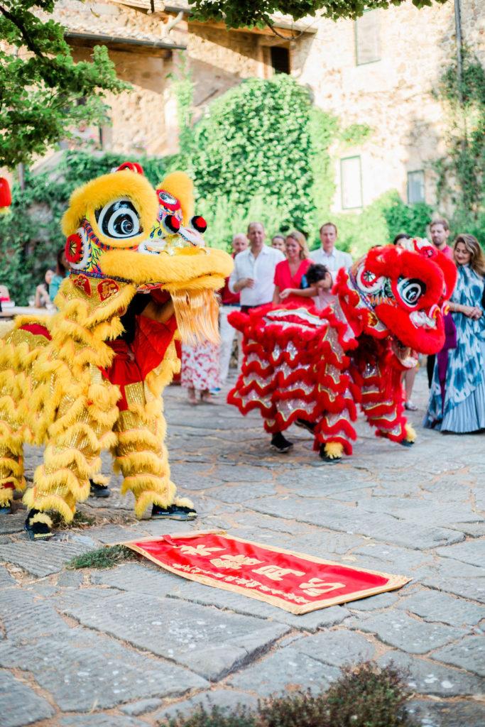 Red envelopes for Lion Dancer - Chinese Tea Ceremony in Italy- Italian Wedding Designer