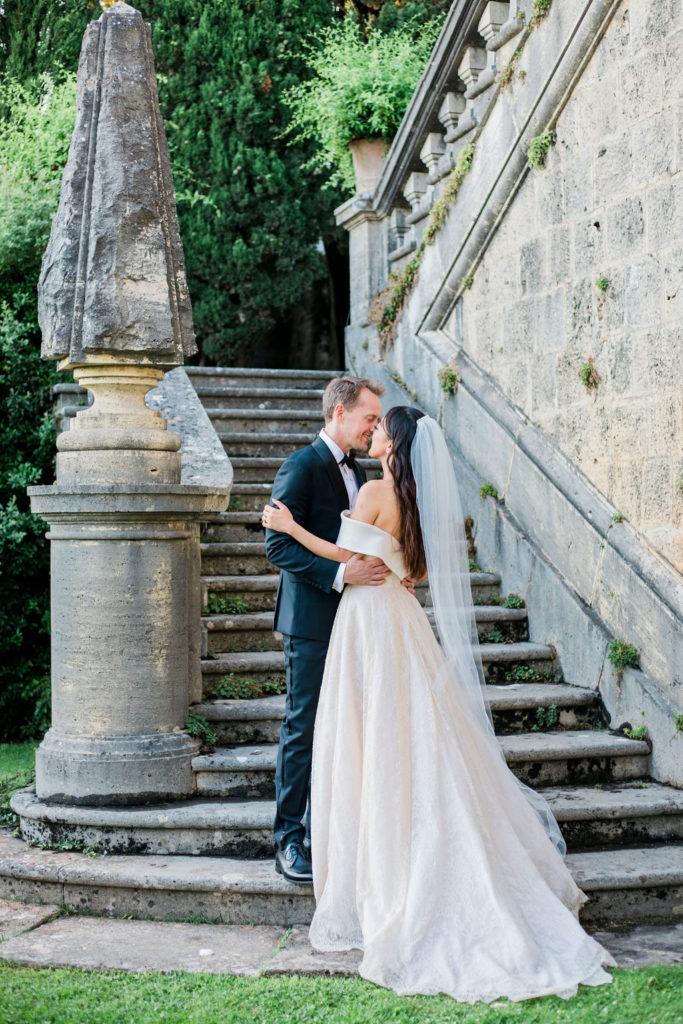 Bride & Groom portrait - Wedding at Villa La Foce - Italian Wedding Designer