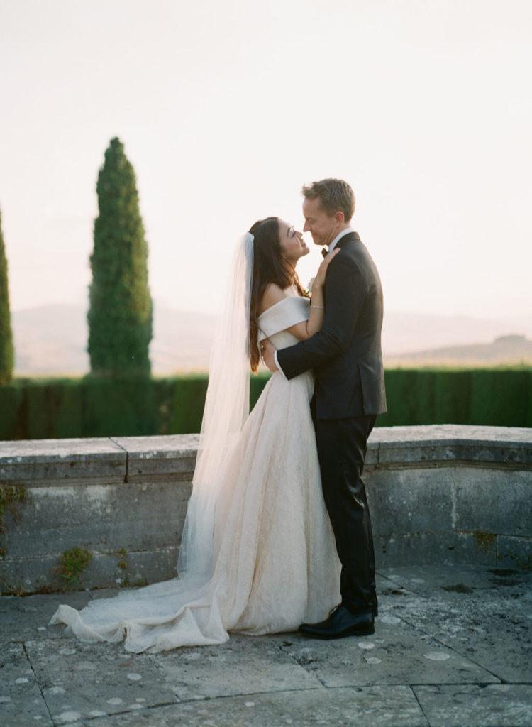 Couple portrait - Wedding at Villa La Foce - Italian Wedding Designer