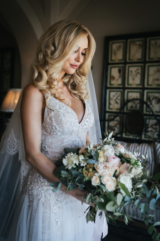 Bride and her bouquet - Wedding at Villa Le Fontanelle - Italian Wedding Designer