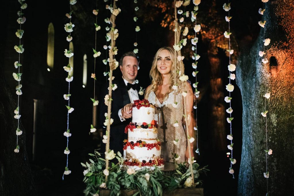 Wedding cake on a Swing - Italian Wedding Designer - Wedding at Villa Le Fontanelle