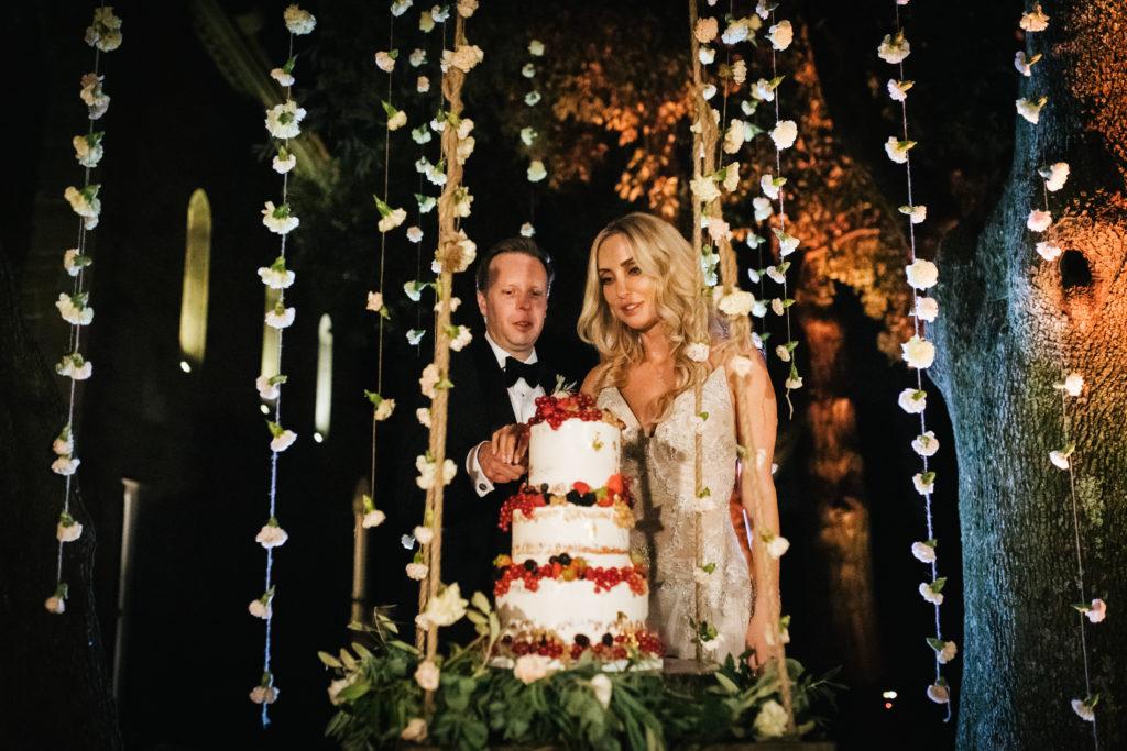 Wedding cake by sugarcups on a swing - Italian Wedding Designer - Wedding at Villa Le Fontanelle