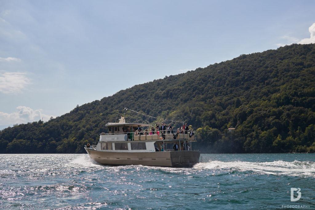 Guests on the boat - Wedding at Villa Balbianello - Italian Wedding Designer