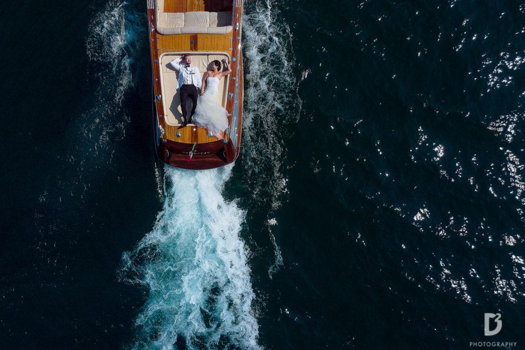 wedding couple on the boat - Wedding at Villa Balbianello - Italian Wedding Designer