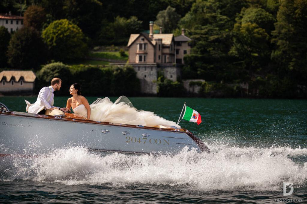 newlyweds on the boat - Wedding at Villa Balbianello - Italian Wedding Designer