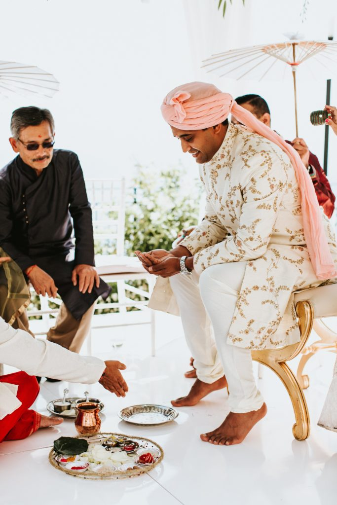 Groom under the mandap - Hindu wedding at Hotel Caruso in Ravello - Italian Wedding Designer